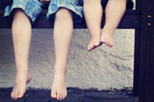 O脚による ふり歩き