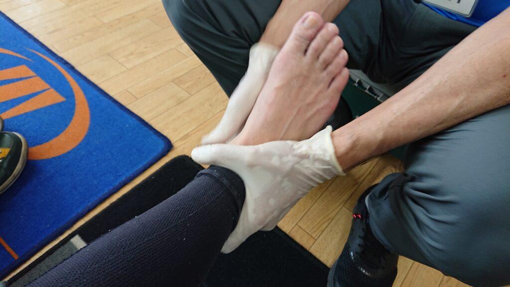 インソール成型前に、足骨格のノーマライズを施しています。